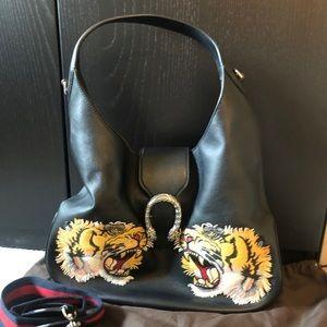 Gucci tiger shoulder bag black large
